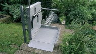 </br> Ein Behinderten- bzw. Schrägaufzug kann auch im Außenbereich die Barrierefreiheit sicherstellen.