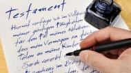 </br> Der letzte Wille muss entweder handschriftlich oder mit Hilfe eines Notars verfasst werden.