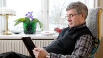 Hausnotrufgräte und Handsender geben älteren Menschen und deren Angehörigen Sicherheit.