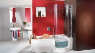 Dusch-Badewannen bieten eine vollwertige Badewanne für genussvollen Badespaß auf kleinsten Raum.