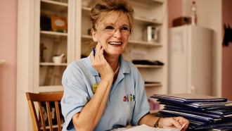 Eine vereinfachte Pflegedokumentation setzt wertvolle Ressourcen frei.