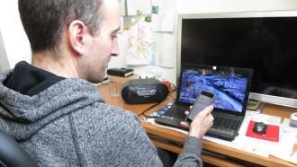 Bei den Eltern alles in Ordnung? Torben Schmitt erhält eine SMS vom casenio-System.
