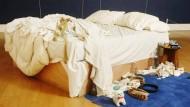 """Tracey Emins """"My Bed"""" aus der Saatchi-Sammlung erreichte einen Weltrekord für die Künstlerin in einer Auktion: 2,2 Millionen Pfund (800.000/1,2 Millionen) standen zu Buche."""