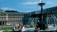 Stuttgart hat einiges zu bieten - nicht nur den Platz rund um das Neue Schloss. Aber wie studiert es sich an der Uni Stuttgart?