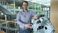 Hagen Bröhl, 29, arbeitet daran, das Autofahren noch sparsamer und komfortabler zu machen.