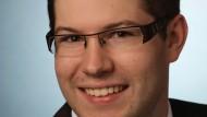 Marcel Stüber studierte Rechtswissenschaften an der Georg-August-Universität in Göttingen. Im Jahr 2015 absolvierte er sein zweites Staatsexamen.