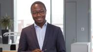 Jeans Louis Bisangwa hat Wirtschaftswissenschaften an der Boston University studiert und im Anschluss einen Master in Management an der Vlerick Business School in Gent (Belgien) abgeschlossen.