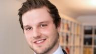 Simon Grolig, 29, hat Jura an der Westfälischen Wilhelms-Universität Münster und an der Heinrich-Heine-Universität Düsseldorf studiert und das zweite Staatsexamen abgelegt.