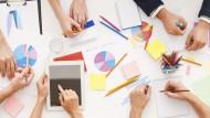 Im Team: Die steigende Wertigkeit von Teamfähigkeit ist ein Beispiel dafür, dass Soft Skills in der Bewerbung immer wichtiger werden.