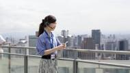 Internettelefonie ist heute schon Standard in vielen Unternehmen. Mitarbeiter können so flexibler agieren.