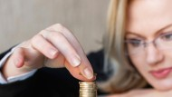 Frauen legen bei ihrem zukünftigen Arbeitgeber weniger Gewicht auf das Gehalt als Männer.