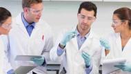 Chemieingenieure haben bei Gehaltsverhandlungen gute Aussichten auf ein gutes Ergebnis.
