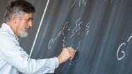 Wie wird man Professor? Der Weg ist weit, bis man einen Lehrstuhl ergattert hat.