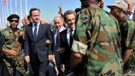 "Begrüßung: Vor dem ""Medical Center"" in Tripolis mit dem libyschen Übergangsrat"