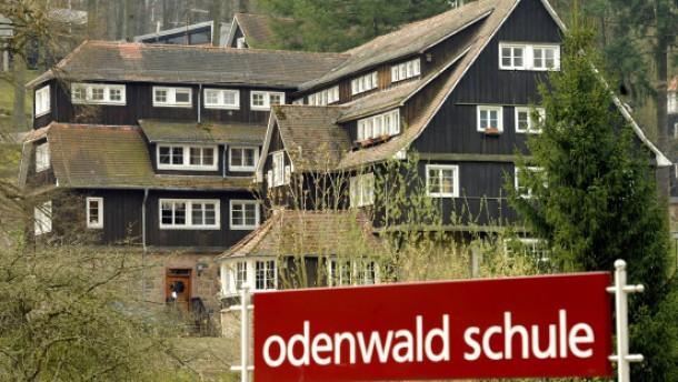 Anwalt verschärft Vorwürfe gegen früheren Schulleiter