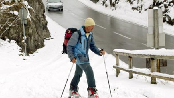 Winter kommt mit Schnee und Glätte zurück