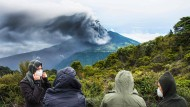 Vulkan Turrialba spuckt Feuer und Asche