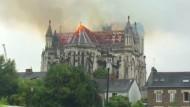 Feuer wütet in Basilika von Nantes