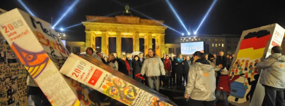 20 Jahre Mauerfall: Deutschland und die Welt feiern ein rauschendes ...
