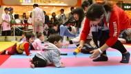 601 Babys beim Krabbel-Wettbewerb in Japan