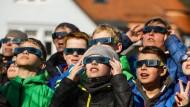 Sonnenfinsternis begeistert Menschen in Europa