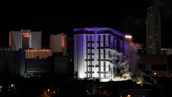 Sprengung des Riviera Hotels in Las Vegas
