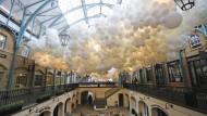 Spektakuläre Installation mit 100.000 Luftballons