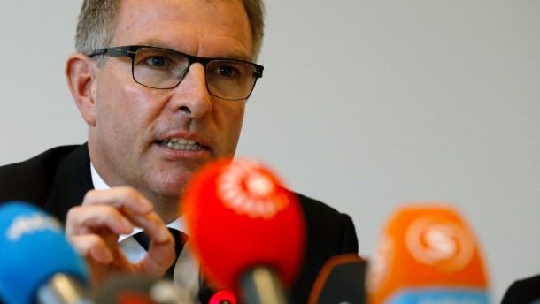 """Lufthansa-Chef: """"Kopilot hatte Ausbildung unterbrochen"""""""