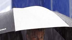 Selbst Schumacher ist der Regen zu stark
