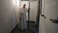 Papst besucht Auschwitz