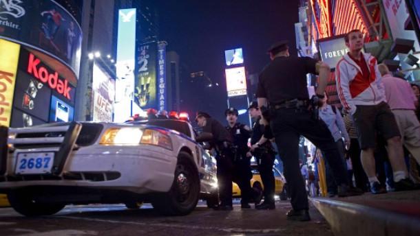 Polizei fahndet nach weißem Einzeltäter