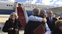 """""""Ich bin frei"""": Alan Gross (blaues Hemd) bei seiner Ankunft in Maryland."""