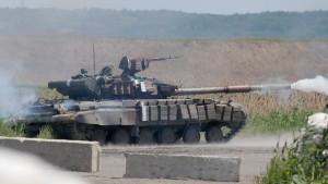 Panzer, Luftschläge und Standrecht für Plünderer