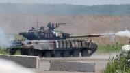 Ein ukrainische Panzer am Freitag in Slawjansk