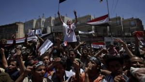 Salih will Macht abgeben - aber nicht an das Militär