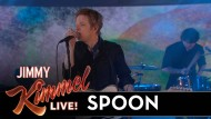 Spoon spielen ihre Single Hot Thoughts