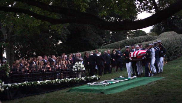 Vier Präsidenten erweisen Kennedy die letzte Ehre