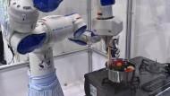 Bald steht ein Roboter in der Küche