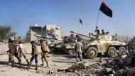 Libysche Truppen kreisen IS in Sirte ein