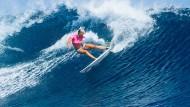 Einarmige Surferin verblüfft die Weltelite
