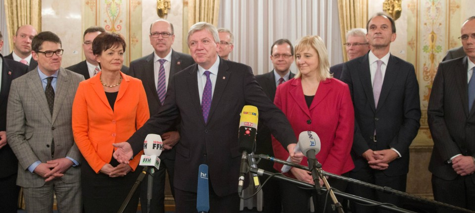 mit kompetenzteam in die neue legislatur volker bouffier und die vorgestellten minister und staatssekretre am - Was Ist Ein Kabinett