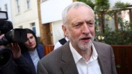 Labour-Abgeordnete sprechen Parteichef Corbyn Misstrauen aus