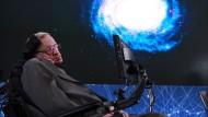 Stephen Hawking bei der Präsentation des Projektes Starshot.