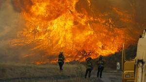 Tausende Häuser von Buschfeuer in Kalifornien bedroht