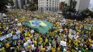 Massenproteste gegen Präsidentin Rousseff