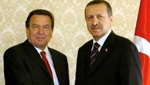 Schröder drängt die Türkei zu weiteren Reformen