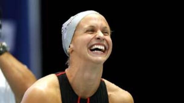 Das Golden Girl Lenton schwimmt Weltrekord