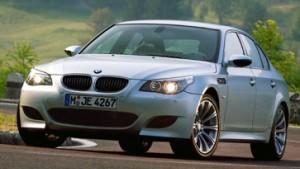 Wie ein Bericht aus der Zukunft: BMW M5 mit V10