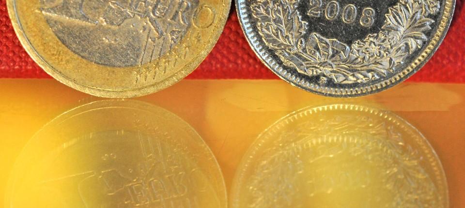 Mindest Wechselkurs Festgelegt Schweiz Koppelt Franken An Den Euro