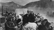 April 1998: Aus dem Kosovo geflüchtete Frauen und Kinder im albanischen Kukes. Viel mehr als das, was sie am Leib trugen, ist ihnen nicht geblieben.
